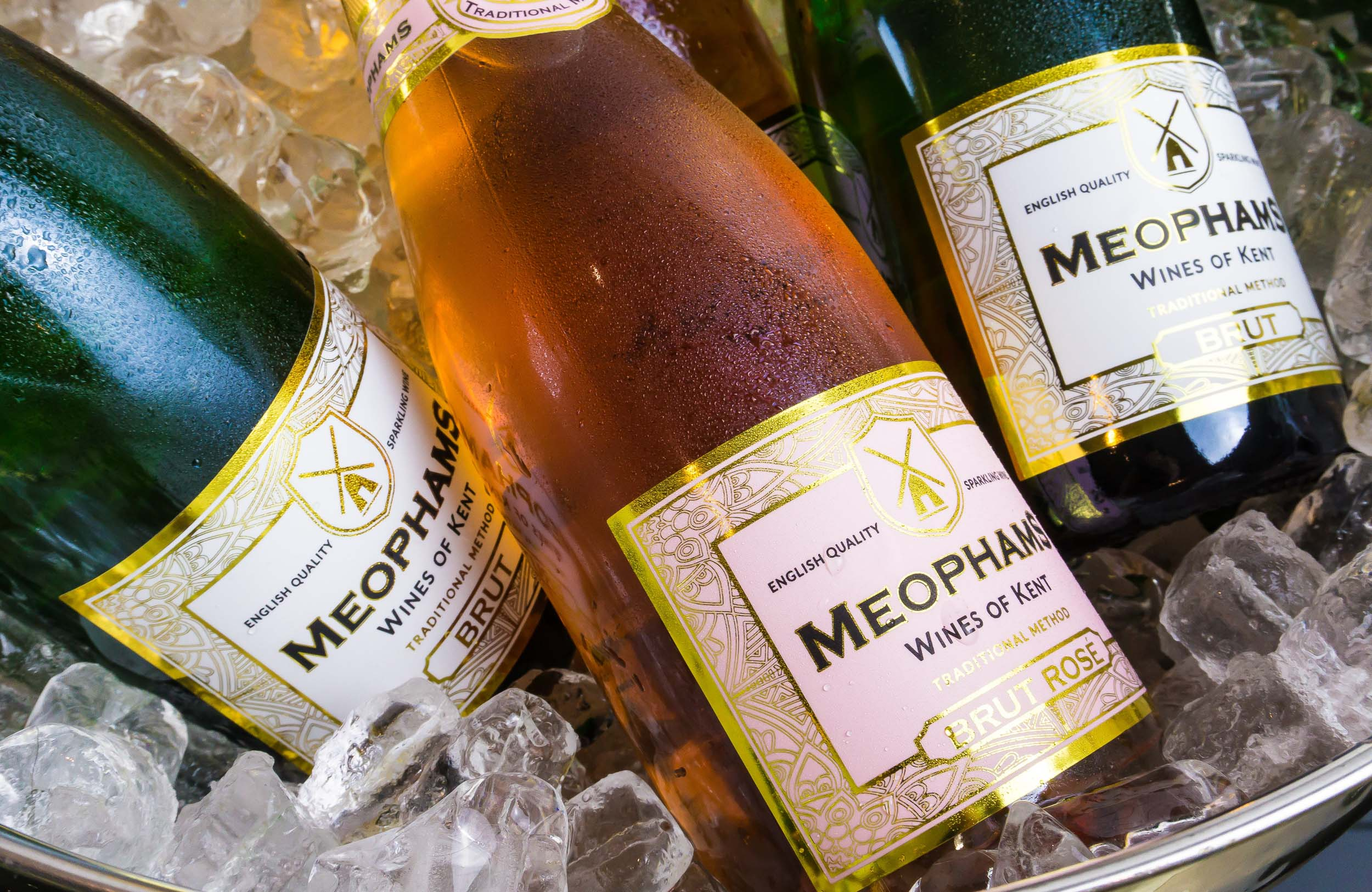 Meophams-English-Sparkling-Brut-Ice-Bucket-2