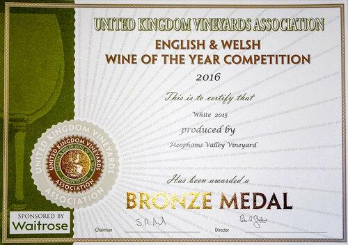 Meophams-Fine-White-2015-Bronze-Award-UK-Vineyard Association